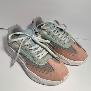 ZARA THICK SOLED SNEAKERS SIZE 6.5